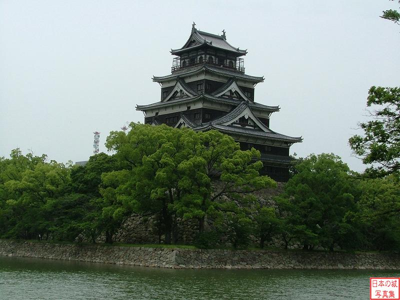 Hiroshima Castle Main tower (view from outside of the castle)