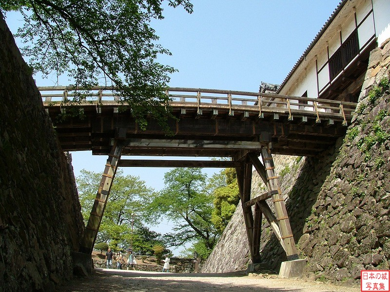Hikone Castle Tenbin turret and Rouka bridge (Omote gate side)