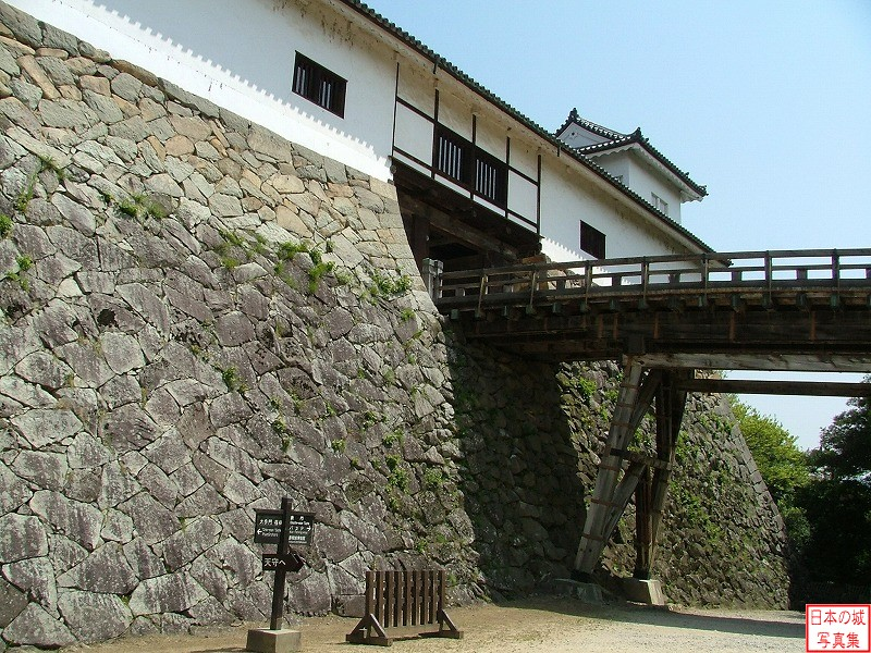 Hikone Castle Tenbin turret and Rouka bridge (Main gate side)