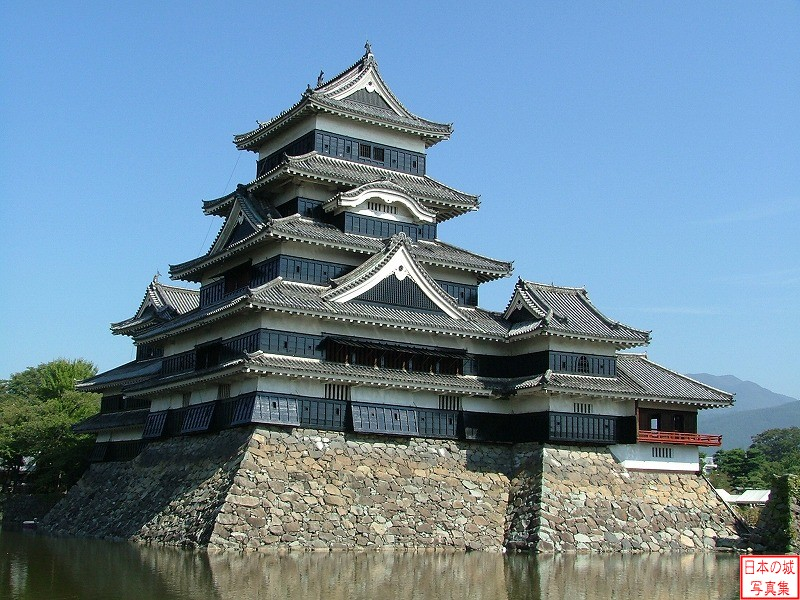 Matsumoto Castle The inner moat and main tower
