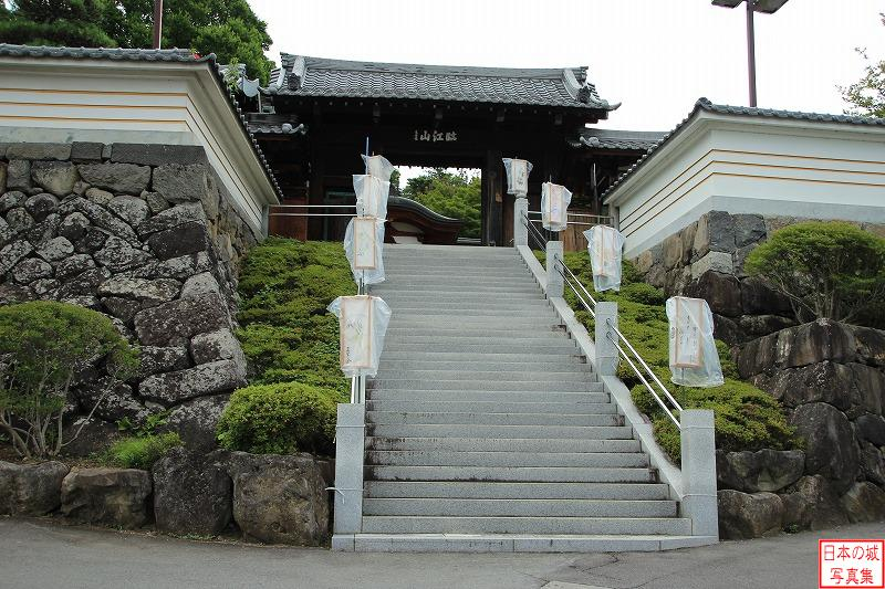 Takashima Castle Relocated gate (Main gate of Onsen temple)