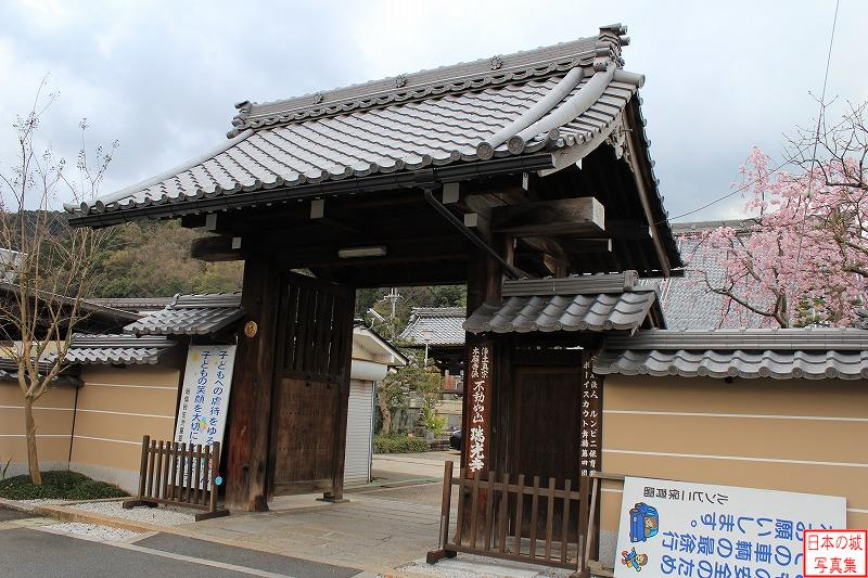Tanabe Castle Relocated gate (Main gate of Kenkai temple)